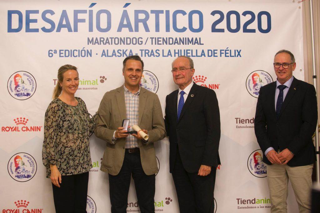 """La Asociación Maratondog otorgó a la FADI la """"Medalla Desafío Ártico"""""""