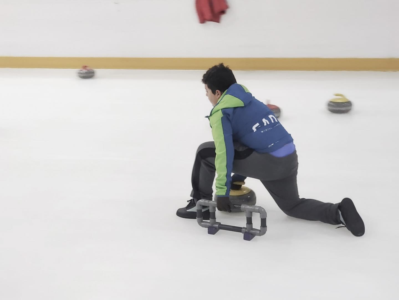 El C.D. Los Compadres de Málaga retoma los entrenamientos de Curling en la pista Don Patín de Granada.