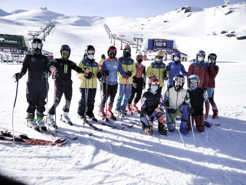 El grupo de esquí Alpino CETDI Sierra Nevada ha realizado hoy una gran jornada de entrenamiento.
