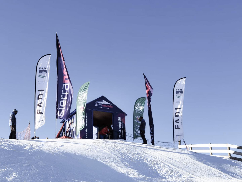 Todo preparado en @sierranevadaestacion para el XIII Trofeo @esquicajarural Alpino U14-U16.