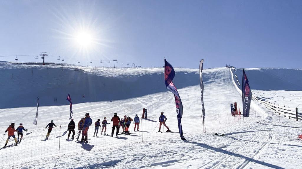 En marcha el XV Trofeo Club Esqui Monachil Sierra Nevada, en el Prado de las Monjas de Sierra Nevada.