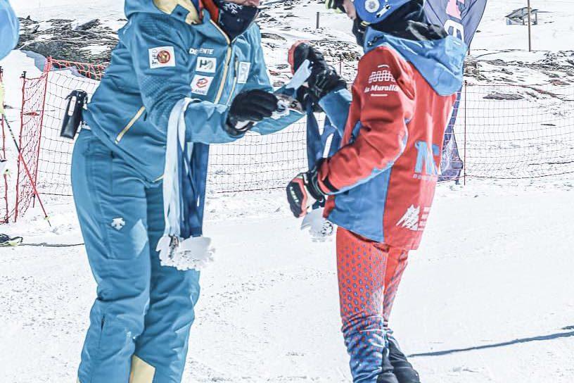 El pasado fin de semana, llegó la Kombi de #CarolinaRuizChallenge a Sierra Nevada, de la mano del ski club granada