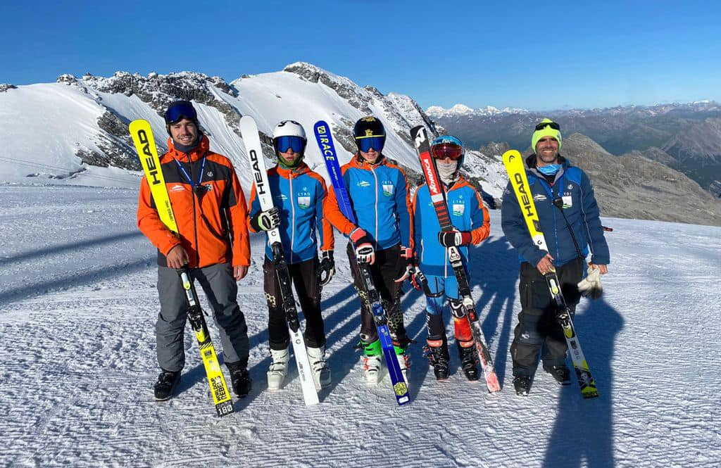 El grupo de #EsquíAlpino U16 del CETDI Sierra Nevada trabajan ya en nieve
