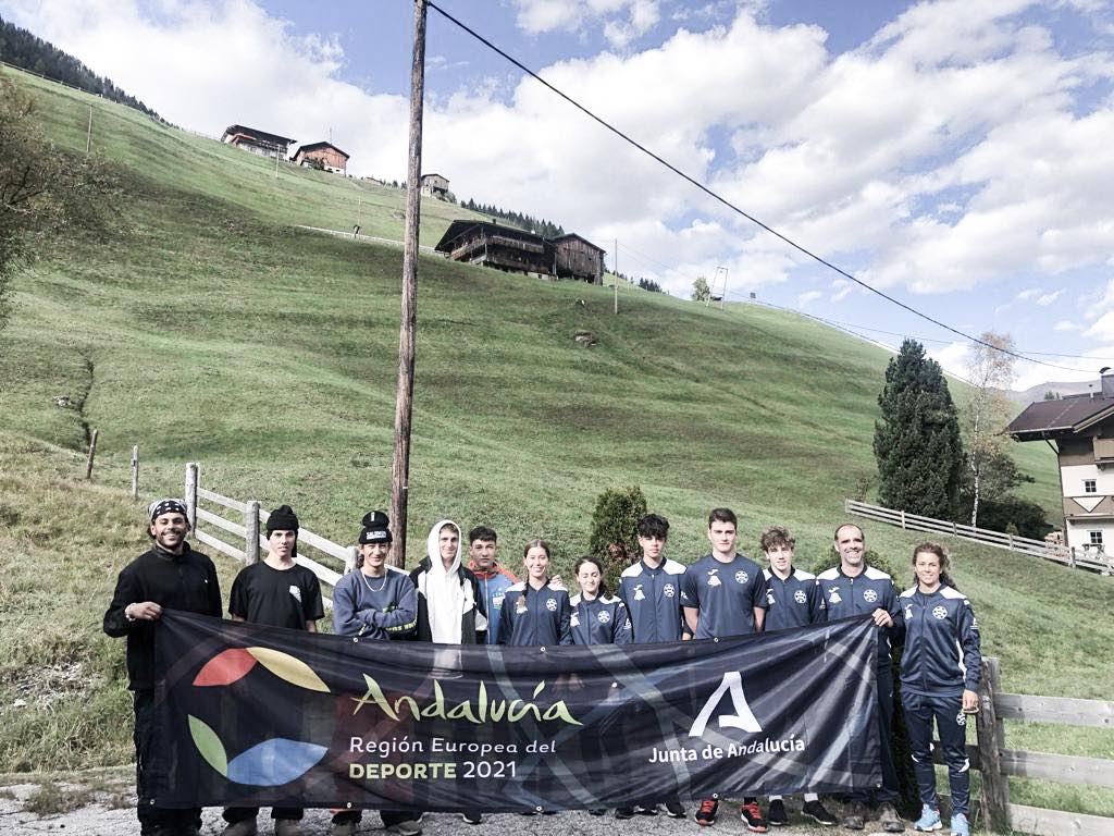 El Grupo CEEDA-CETDI Esquí Alpino, CEEDA Freeski SX y CEEDA Snowboard SBS entrena en Hintertux
